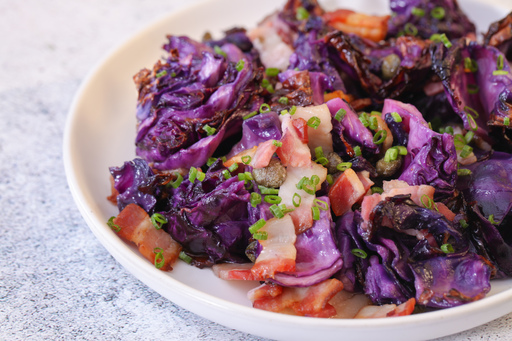 Red cabbage with bacon bits