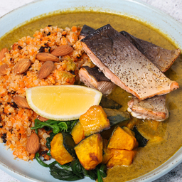 Roast Pink Salmon in Kale & Coconut Curry Ready Meal